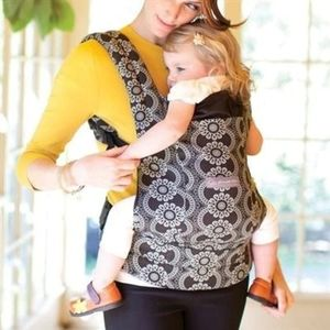 Ergo Baby Carrier Petunia Pickle Black and White